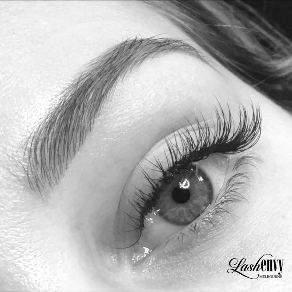 natural classic lashes